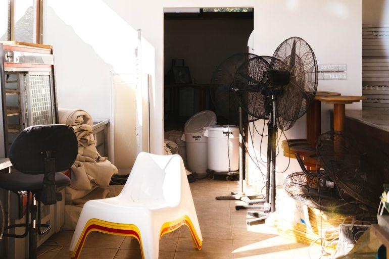 Palier encombré par le locataire : que faire ?